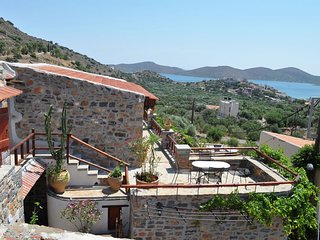 Art Traditional Villas, 18th C complex 4 residents and 1 studio, near the sea