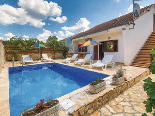 Beautiful home in Primorski Dolac w/ WiFi and 2 Bedrooms