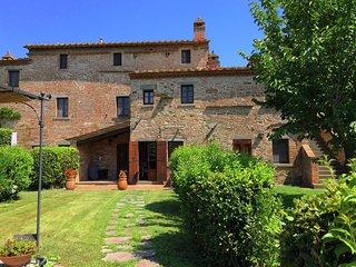 Rustic Villa in Cortona with Pool