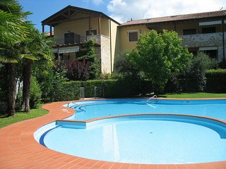 Residence with garden and swimming pool, close to Garda