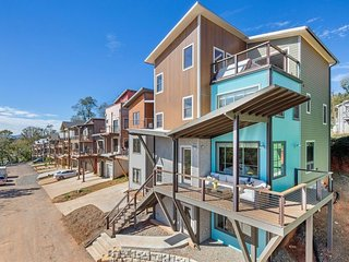 The Penthouse - Upstream Way, Luxury Vacation Homes