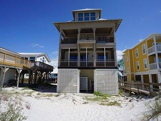 New Listing! Beachfront, sleeps 16, Hot tub, beach gear included!