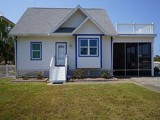 North Cape cozy home, hot tub, fenced pet friendly yard, gear and golf cart