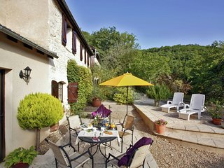 Stylish stay on a Private Estate in Souillac with pool