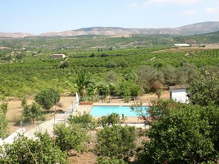 Detached house with great views on the Etna volcano and a private swimmingpool