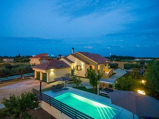 Elegant  4 bedroom villa with  private swimming pool, nice garden, tennis court