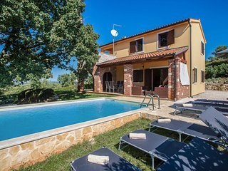 Adorable holiday home with private swimming pool and terrace !