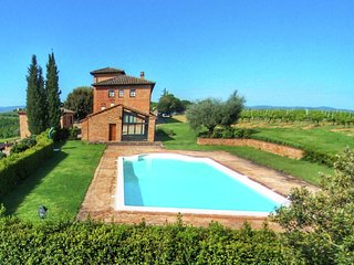 Quaint Farmhouse in Montepulciano with Pool