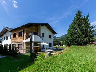 Luxurious Holiday Home near Ski Area in Hollersbach im Pinzgau