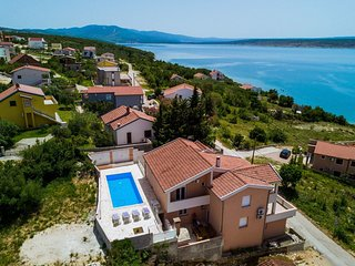 Spacious holiday home with private, heatable pool, big terrace, 70m from the sea