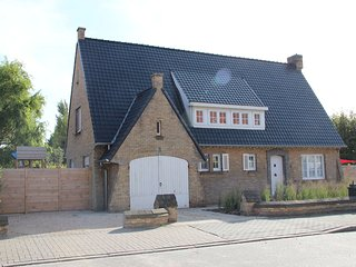 Fabulous luxury villa with spacious garden in Nieuwpoort.