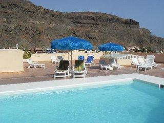 Filin 7, Luxury apartment, 2 bedrooms, 2 bathrooms, heated pool, Wi-Fi and UK TV