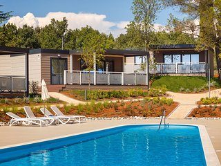 Modern chalet with 2 bathrooms and a porch, 11 km from Porec