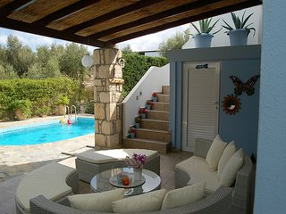 Beautiful luxury villa, private pool, privacy, near village Loutra on NW coast