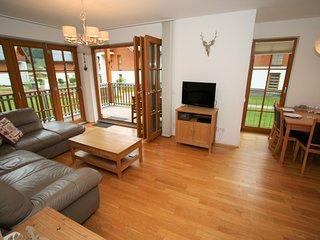Spacious holiday home in luxury park in Rauris with swimming pool, sauna.