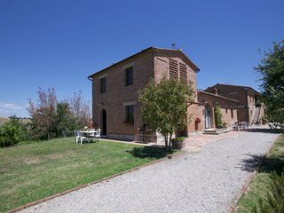 Gorgeous Farmhouse with Pool in Castelnuovo Berardenga