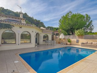 Beautiful 8-person villa in Moraira, near centre, sea and beach, very nicely fur