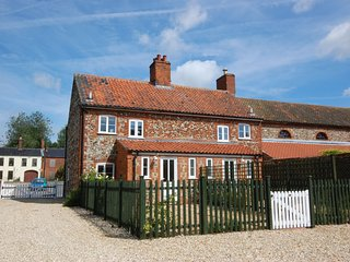 Tasteful holiday home in East Rudham with Garden