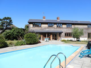Cedar Barn - Family holiday home with heated swimming pool and just a short driv