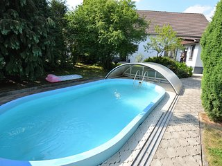 Beautiful apartment with pool in a fenced garden near Marienbad/Marianske Laz
