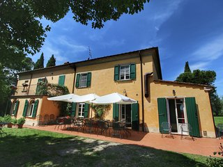 Villa with private pool, beautiful view, in the Chiana Valley, wifi