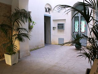 Apartment on the second floor in historic building in the center of Tropea.