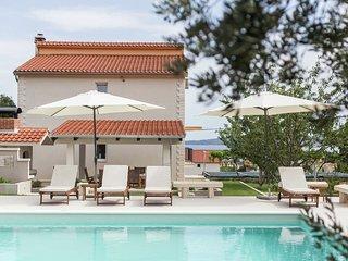Stunning Holiday Home in Kastel Luksic Dalmatia, Croatia