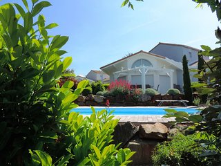 Large, detached villa with a dishwasher, 800 m. from the sea