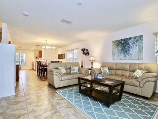 Contact Free Check In, Safe and Clean, Close to Shopping and Disney, Come Stay W
