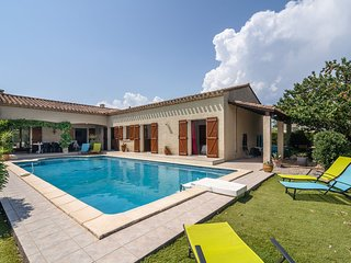 Beautiful Villa with Private Pool near Lake in Olonzac