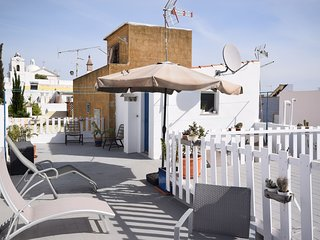 Pittoresque house with character in centre Fuseta only 300m from the beach.