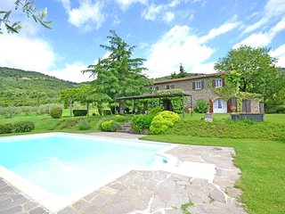 Characteristic villa with private pool near Cortona, beautiful surroundings