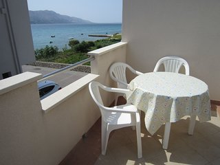 Lovely apartment with balcony and sea view,50m distant from the sea,BBQ for use