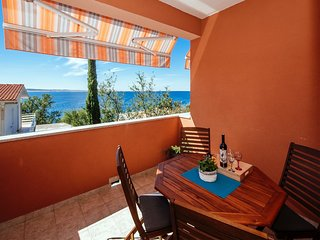 Bright Apartment Karla in Starigrad Dalmatia, Croatia