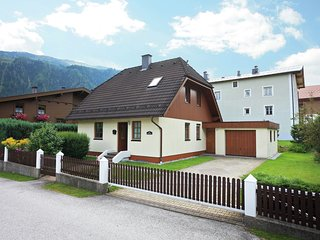 Cozy Chalet in Mühlbach with Private Garden