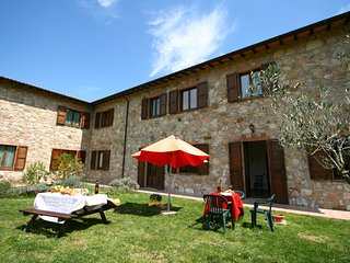Farmhouse with small lake, swimming pool, private terrace, garden and sheep
