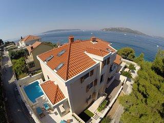 Majestic Villa in Okrug Donji with Swimming Pool
