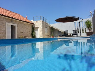 Stylish, quiet and beautiful views villa with a pool