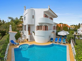 Spacious 4 Bedroom detached villa with swimming pool near the Old Village
