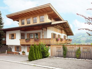 Luxurious Apartment in Fugen near Ski Area