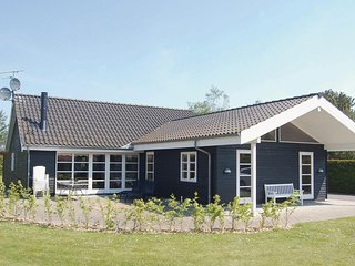 Nice home in Væggerløse w/ WiFi and 5 Bedrooms (K15760)
