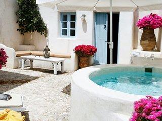 Luxury villa in Megalochori Santorini with Jacuzzi