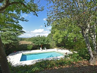 Cozy Home in Saint-Jean-de-Maruejols-et-Avejan with Pool