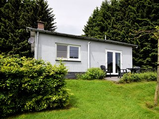 Detached holiday home with sauna and jacuzzi in the lovely garden.