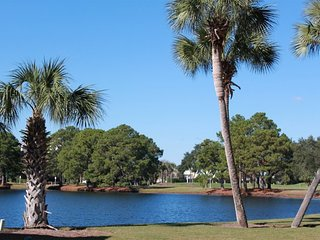 Enjoy Pond and Golf Course Views! Relaxing Sandpiper Village Home, Pool/Beach Ac