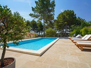 Cottage de charme Zola, jardin, piscine climatisation, parking  prox centre Aix