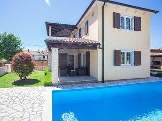 Villa Ena San Lorenzo mit umzäuntem Hof in Sv. Lovrec