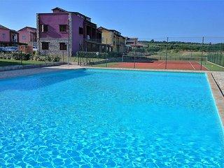 Zanella with Pool in Resort Gedici