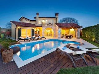 Luxury Villa S Domenica near Porec with Pool, Wine Cellar and Billiard