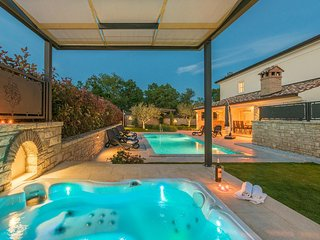 Luxusvilla Lori in Porec mit privatem Pool und Whirlpool